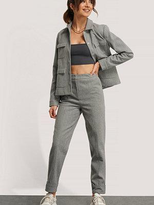 Monica Geuze x NA-KD Kostymbyxor grå