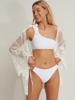 Anika Teller x NA-KD Bikiniunderdel vit