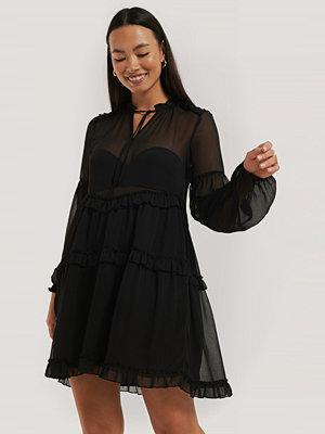 NA-KD Boho Chiffongklänning Med Krås svart