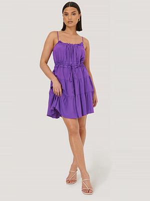 Trendyol Miniklänning Med Volangdetalj lila