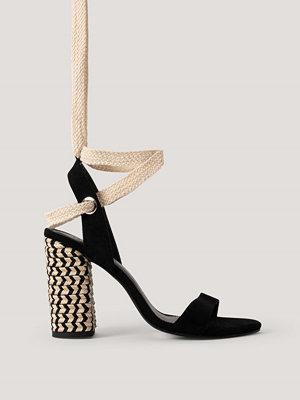 Pumps & klackskor - NA-KD Shoes Sandal Med Flätning Och Öljettdetaljer svart