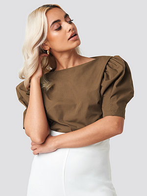 NA-KD Trend Fitted Puff Sleeve Top brun