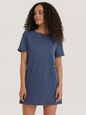 NA-KD Basic T-Shirtklänning blå