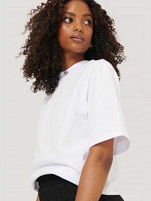 NA-KD Trend T-Shirt Med Axelvaddar vit
