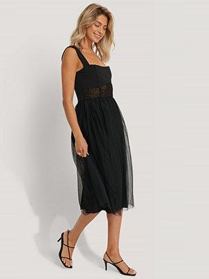 Trendyol Midiklänning svart