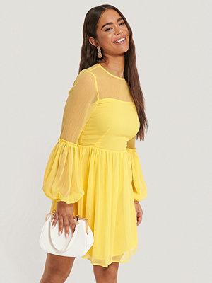 NA-KD Party Miniklänning Med Volangdetalj gul