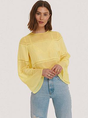 NA-KD Trend Blus Med Spetsdetaljer gul