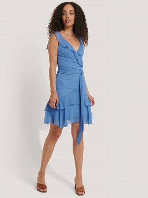 Trendyol Miniklänning Med Volanger blå