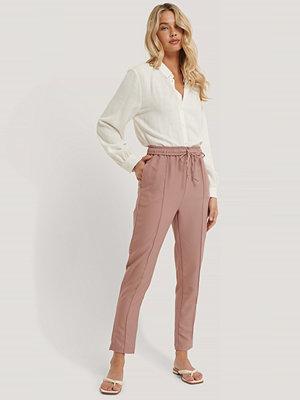 Trendyol Avsmalnande Byxor rosa persikofärgade