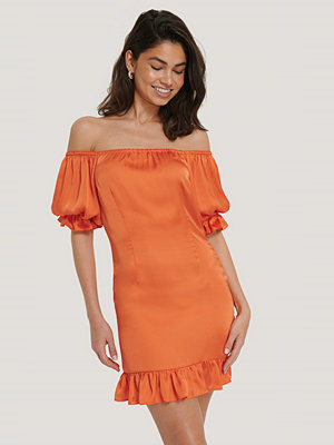 Hoss x NA-KD Offshoulderklänning Med Puffärm orange