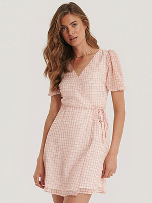 NA-KD Omlottklänning rosa