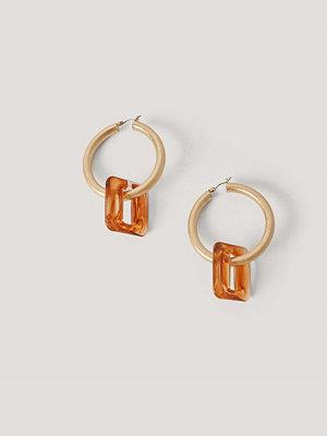 NA-KD Accessories smycke Fyrkantiga Hoopörhängen I Harts guld