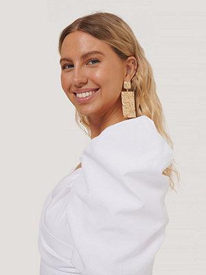 NA-KD Accessories smycke Oversize Hamrade, Fyrkantiga Örhängen guld