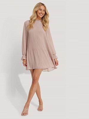 NA-KD Mini Pleated Dress rosa