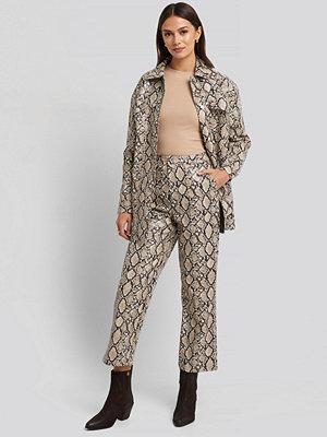 NA-KD Trend mönstrade byxor Snake Printed Cropped Pants beige /