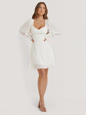 Trendyol Draperad Miniklänning Med Detaljer vit
