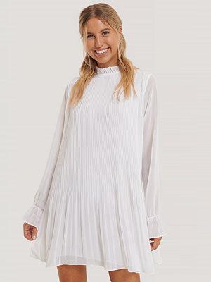 NA-KD Mini Pleated Dress vit