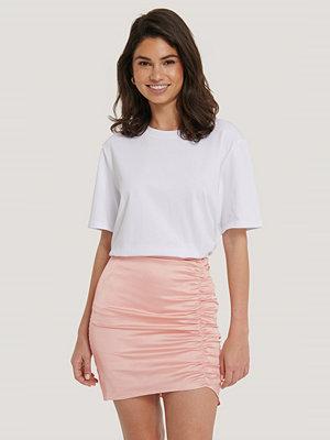 Hoss x NA-KD Asymmetrisk Minikjol rosa