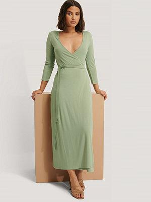 NA-KD Omlottklänning Med Knytning grön