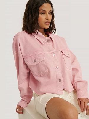 NA-KD Trend Denimskjorta Med Rå Kant rosa
