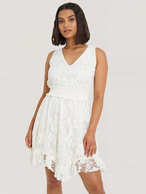 Trendyol Klänning vit