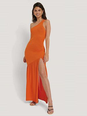 Hoss x NA-KD Stickad Klänning Med Sidoslits orange