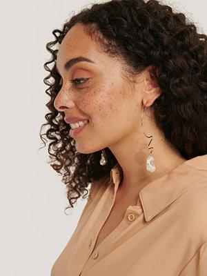 NA-KD Accessories smycke Pärlörhängen Med Trådhänge guld