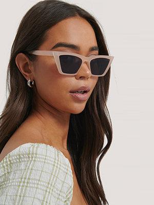 NA-KD Accessories Fyrkantiga Cateyesolglasögon Med Spetsig Båge beige