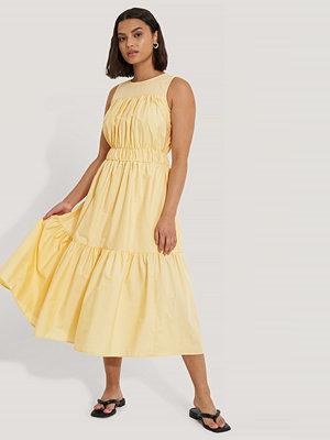 Trendyol Midiklänning gul