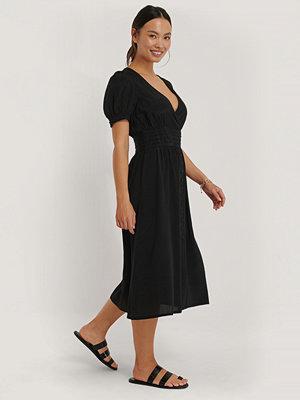 NA-KD Boho Viskosklänning Med Plisserad Midja svart