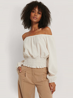 Rut & Circle Off Shoulder-Blus beige