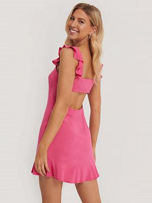 Pamela x NA-KD Reborn Miniklänning Med Volangdetalj rosa