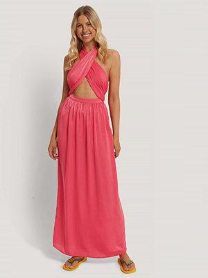 Stéphanie Durant x NA-KD Maxiklänning Med Korslagd Front rosa