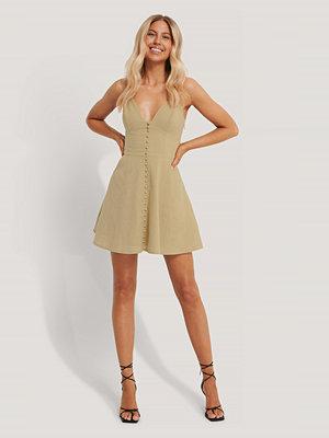 Chloé B x NA-KD Miniklänning Med Knappar beige
