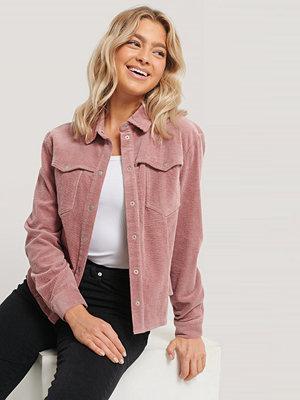 NA-KD Trend Manchesterskjorta rosa