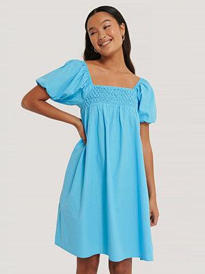 NA-KD Boho Smockklänning Med Puffärm blå
