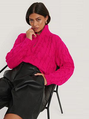 NA-KD Trend Croppad Kabelstickad Tröja rosa
