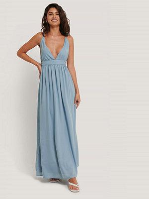 NA-KD Party Flowy Strap Dress blå