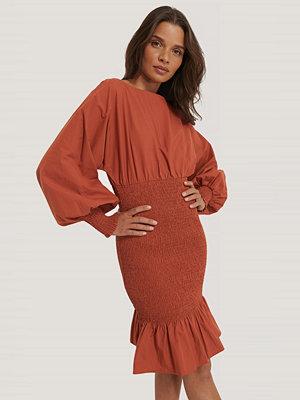 NA-KD Trend Smockklänning Med Ballongärm röd