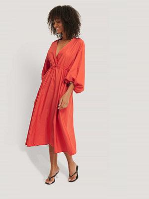 NA-KD Trend Midiklänning Med Dragsko röd