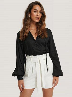 Selma Omari x NA-KD Skjorta Med Knytband svart