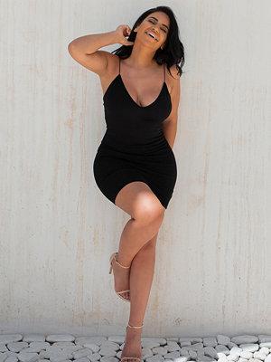 Selma Omari x NA-KD Bodycon-Klänning svart
