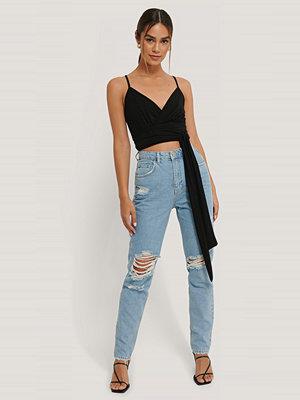 Anika Teller x NA-KD Jeans Med Hög Midja Och Slitningar På Knät blå