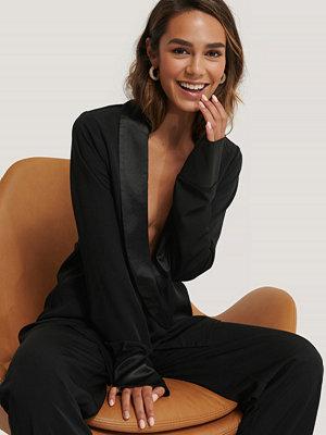 Skjortor - Selma Omari x NA-KD Oversize Skjorta svart