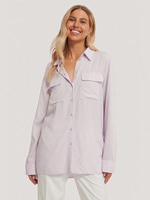 Chloé B x NA-KD Oversize Skjorta Med Fickor Fram lila