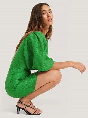 Lizzy x NA-KD Klänning Med Öppen Rygg grön