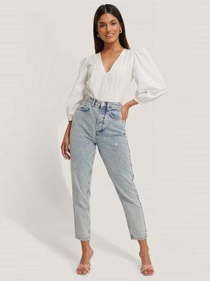 Jldrae x NA-KD Stentvättade Mom Jeans blå