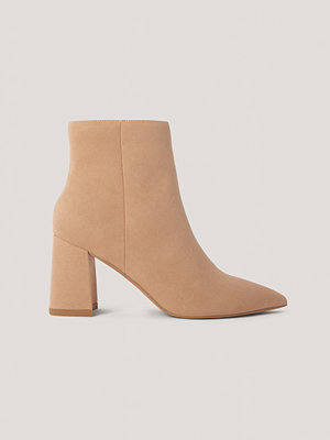 Boots & kängor - NA-KD Shoes Basic Boots I Mockaimitation Med Lutande Klack beige