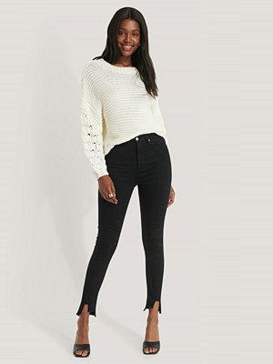 NA-KD Reborn Jeans Med Asymmetrisk Fåll Och Superhög Midja svart