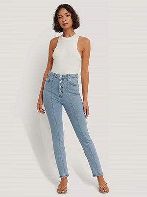 NA-KD Trend Jeans Med Hög Midja Och Frontsöm blå